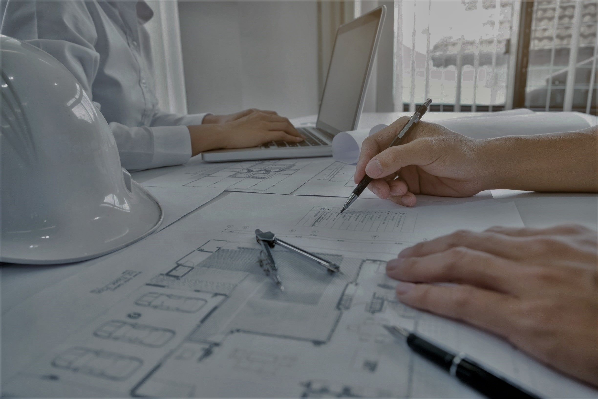 engineer-meeting-architectural-project-working-with-partner (1)